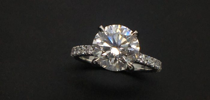 round-cut-diamond-ring